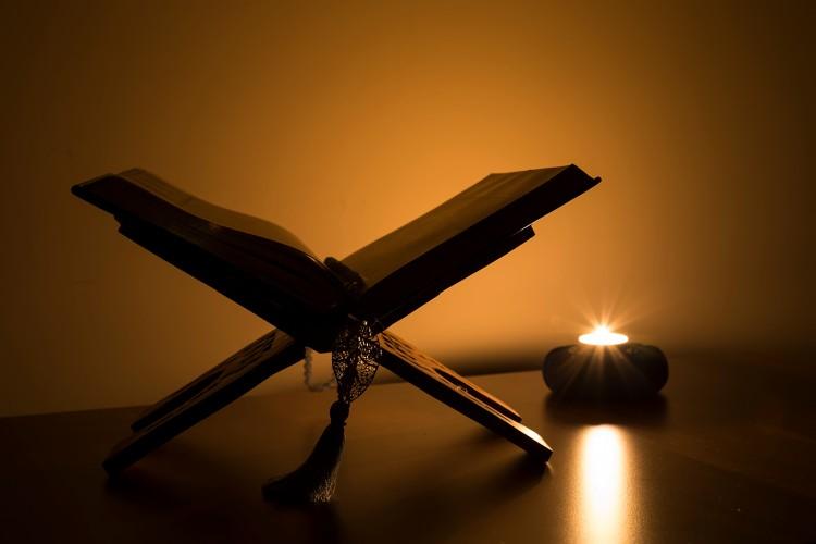 هل القرآن مقتبس من التوراة والانجيل؟